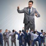 Warum Mikromanagement von Führungskräften den Mitarbeitern die Freiräume nimmt